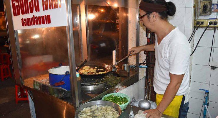 Nai Mong Hoi Thod - oyster omelette